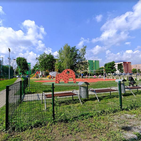 Plac zabaw i siłownia - Poręba